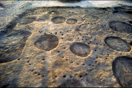 04. Huttes Pre-Kerma partiellement detruites par les tombes Kerma .jpg