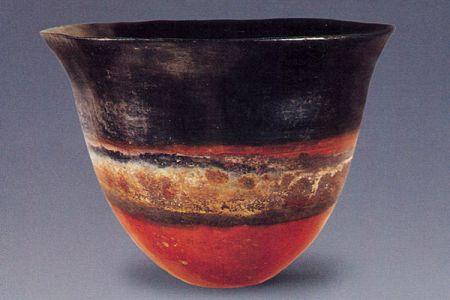 13. Classic Kerma tulip vase .jpg